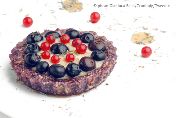 Ricette crudiste, profumo d'estate cheesecake mirtilli e lavanda